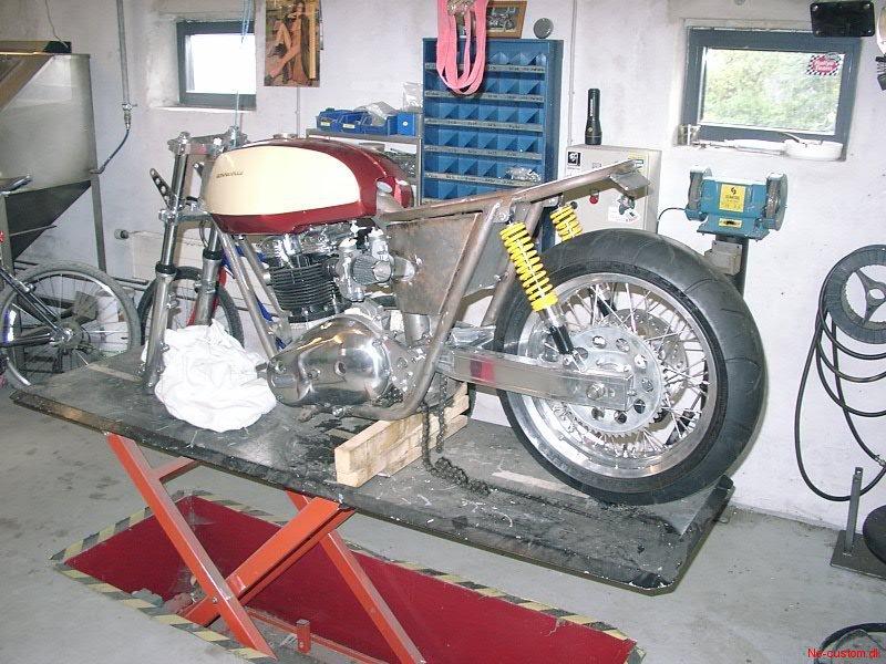 Triumph t140 café racer